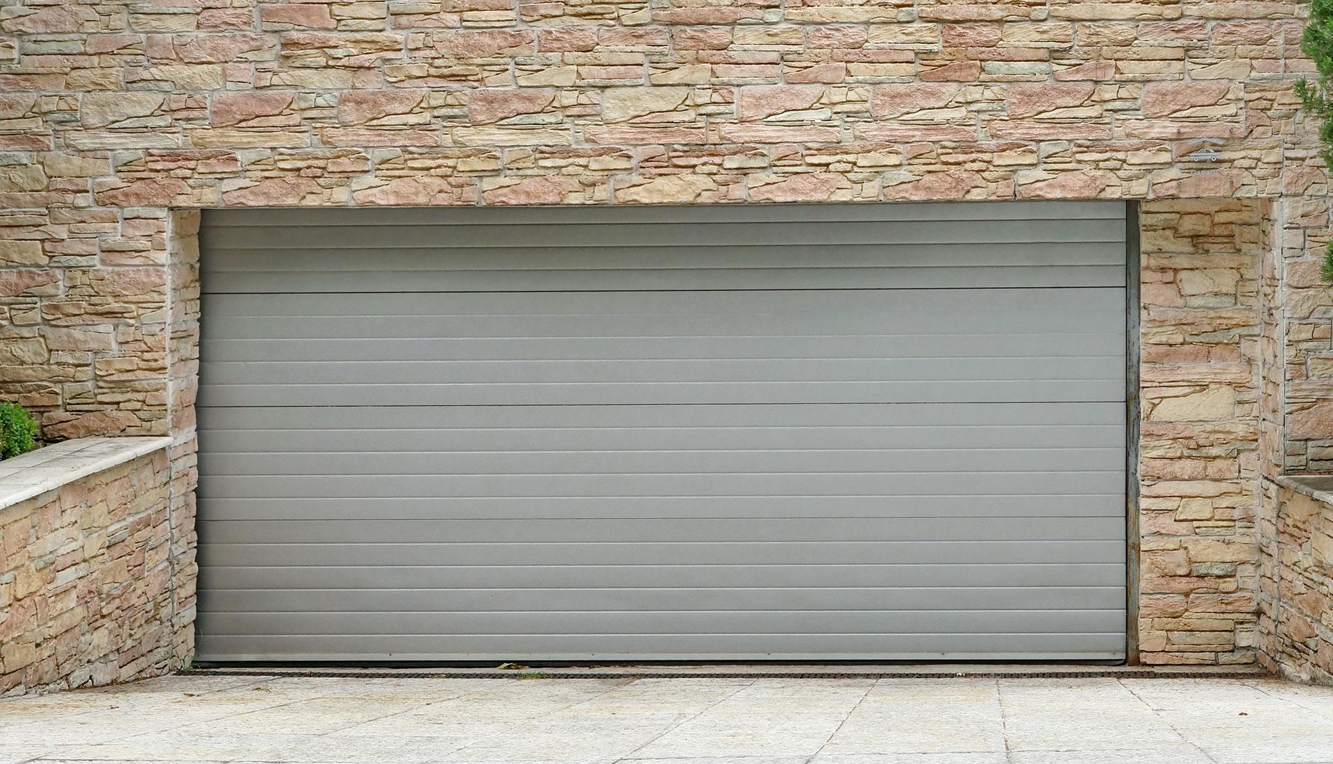 vendita porte basculanti per garage auto a Lissone Monza e Brianza